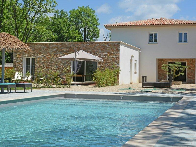 Modern Villa near Forest in Montauroux, casa vacanza a Saint-Cezaire-sur-Siagne