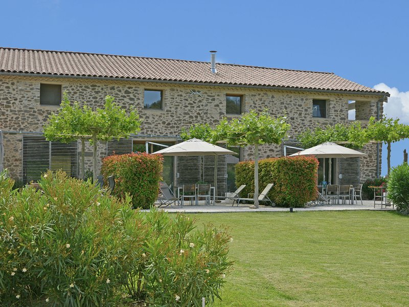 Luxurious Villa with Swimming Pool in Rieux-Minervois France, holiday rental in Rieux Minervois
