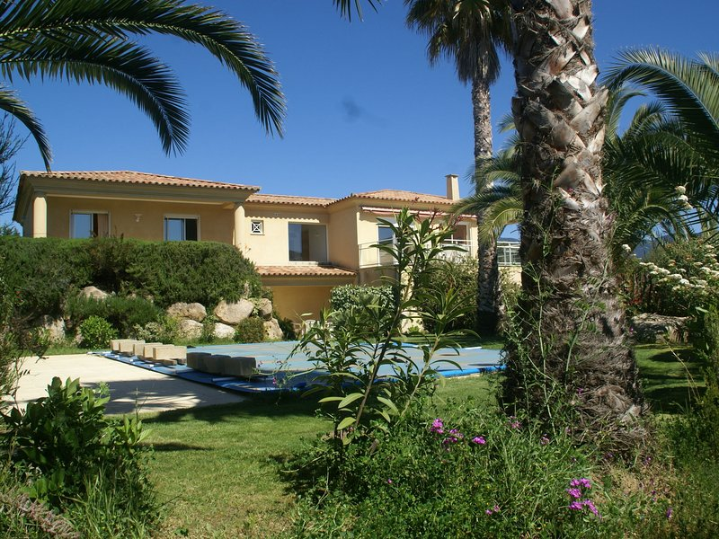 Panoramic view over the sea with private swimming pool, alquiler de vacaciones en Tiuccia