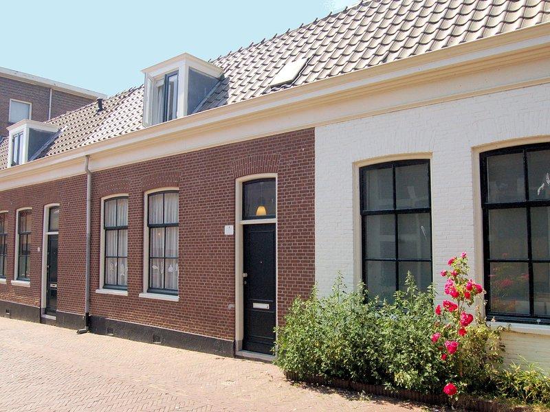 Cozy Holiday Home in Scheveningen with Terrace, Ferienwohnung in Den Haag