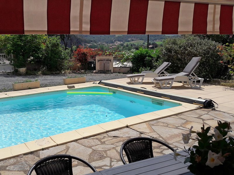 Child and dog friendly villa with private pool, airco located near centre, holiday rental in Berlou
