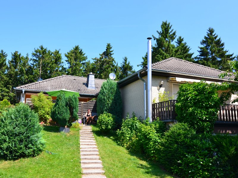 Cozy Holiday Home in Diemelsee with Private Garden, holiday rental in Heringhausen
