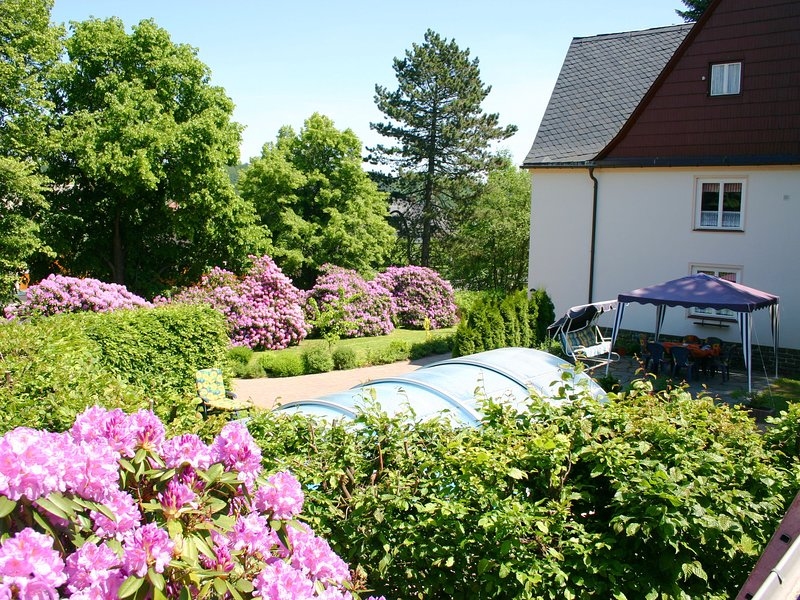 Holiday homes for two people, with a swimming pool, in the Ore Mountains., location de vacances à Sayda