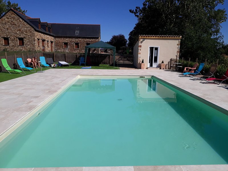Spacious Holiday Home in Montreuil-sur-Maine with Terrace, holiday rental in Thorigne d'Anjou