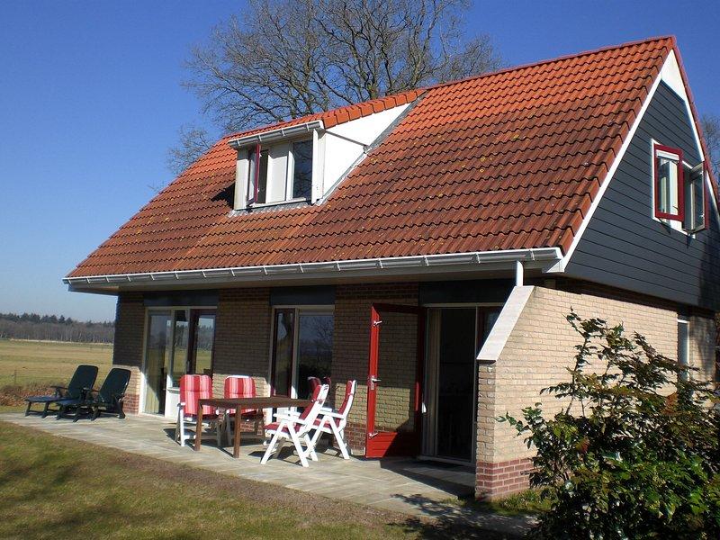 Nice holiday home with spacious garden, near De Lemelerberg, holiday rental in Ommen