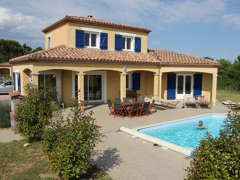 Spacious Villa near Villemoustaussou with Pool, vacation rental in Aragon