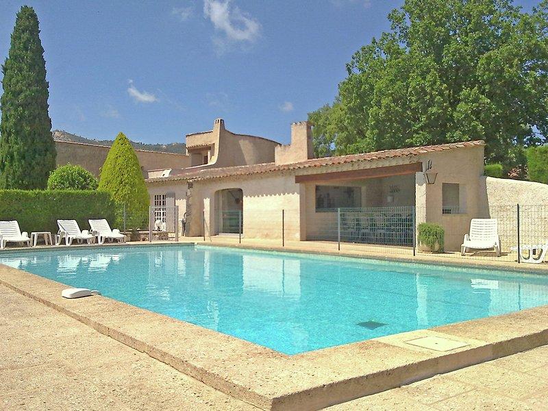 Characteristic villa a short distance from Sainte-Maxime and Saint-Tropez, casa vacanza a Plan de la Tour
