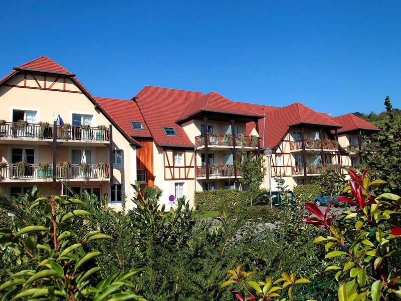 Picturesque apartment with a dishwasher on a quiet place. – semesterbostad i Bergheim