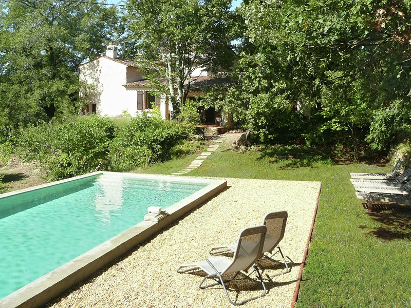 Beautiful holiday villa with privat pool surrounded by vineyard in Entrecasteaux, holiday rental in Entrecasteaux