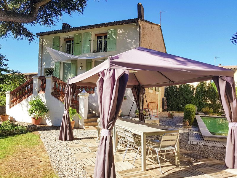 Beautiful, large village house with private pool and close to swimming beach!, location de vacances à Le Pouget