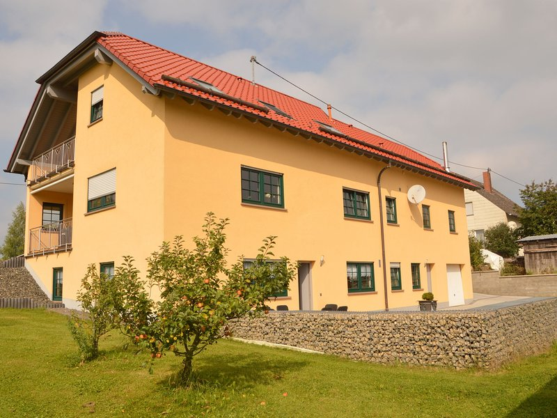 Spacious Apartment With Garden in Welschbillig Germany, casa vacanza a Beaufort