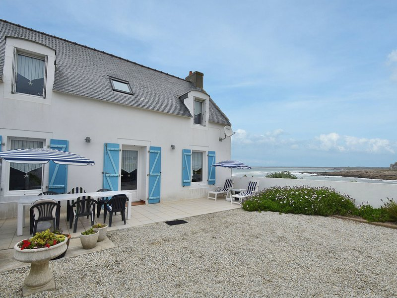 Nice house a stone's throw away from the strong rocky coast., holiday rental in Saint-Guenole