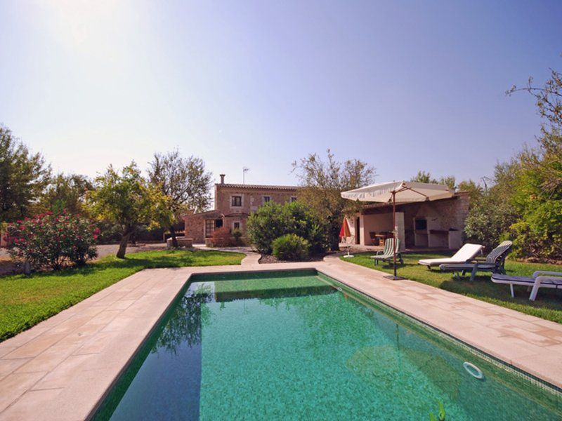 Restored country house in Búger with private pool, lovely garden and fruit tree, vacation rental in Buger