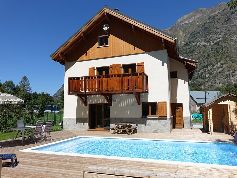 Modern Chalet with Heated Swimming Pool and Sauna in Venosc, holiday rental in Vénosc