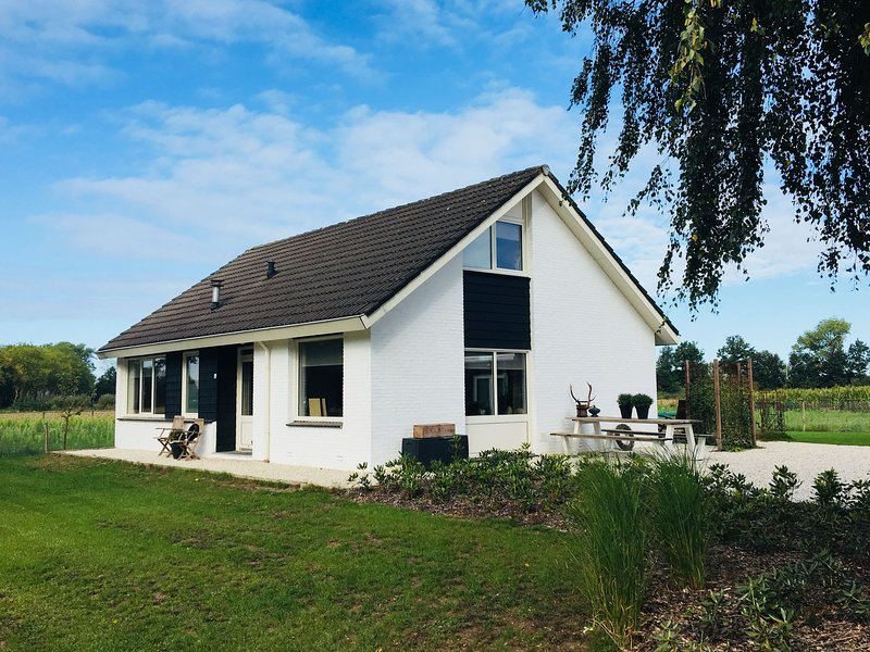 Cozy Holiday Home in Nistelrode amid Meadows, holiday rental in Rossum