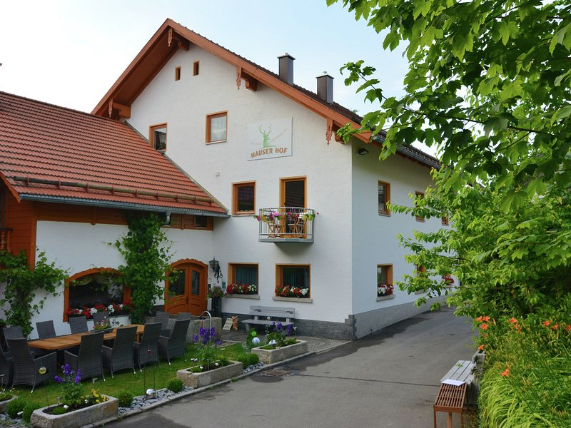 Holiday home with panoramic view and every convenience - spa, aluguéis de temporada em Fuersteneck