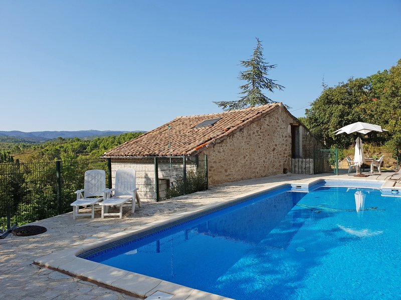 Chic Holiday Home in Aigues-Vives With Private Swimming Pool, holiday rental in Assignan