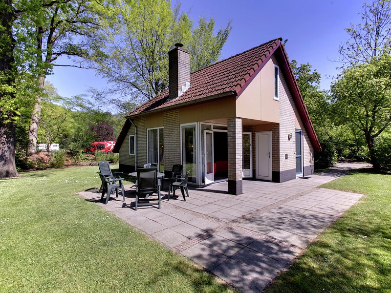 Attractive holiday home with a fireplace, near Zwolle, Ferienwohnung in Punthorst