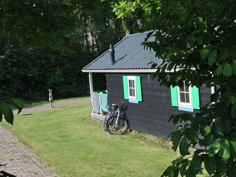 Cozy chalet with a dishwasher, in natural surroundings, Ferienwohnung in Punthorst