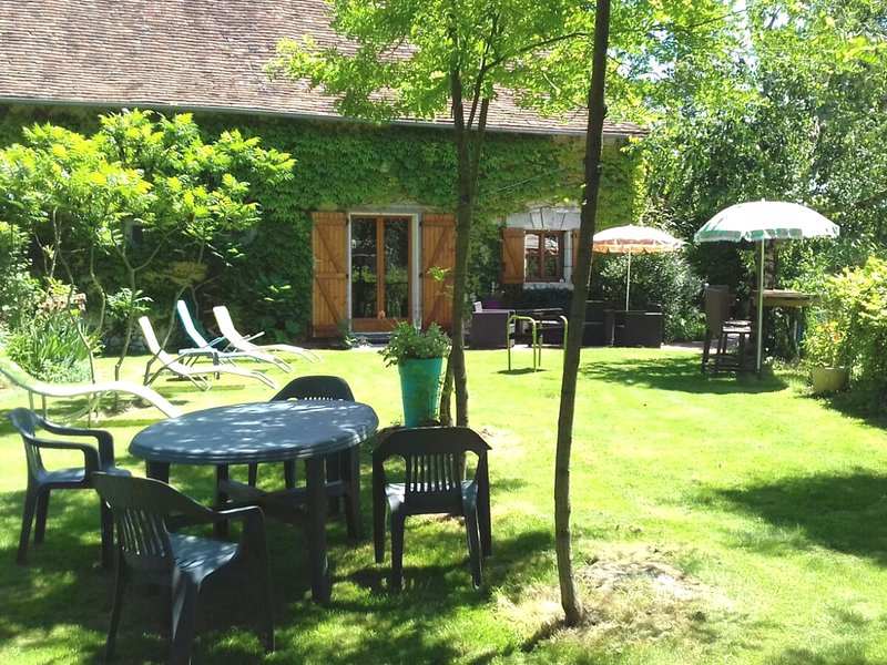 Charming countryside cottage on the edge of the water., vacation rental in Chatillon-sur-Indre