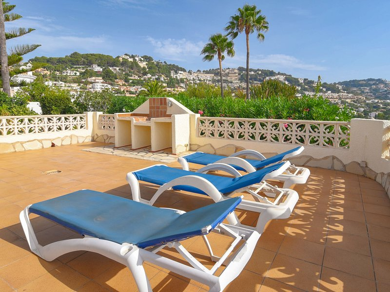 Detached house on a single floor with magnificent view near Moraira, holiday rental in Benimeit