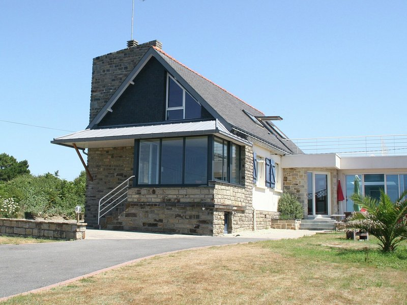 Seafront villa in Finistère., holiday rental in Port-Manech