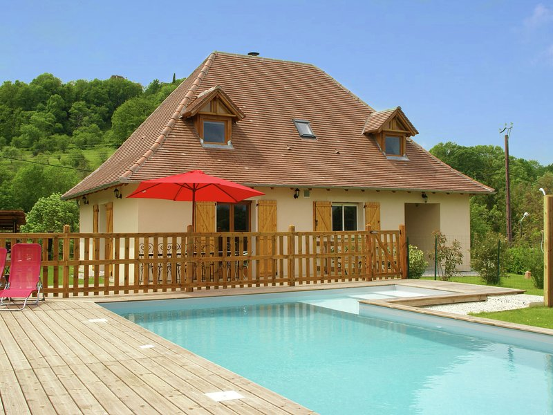 Modern Holiday Home with Private Pool in Loubressac France, aluguéis de temporada em Mayrinhac-Lentour
