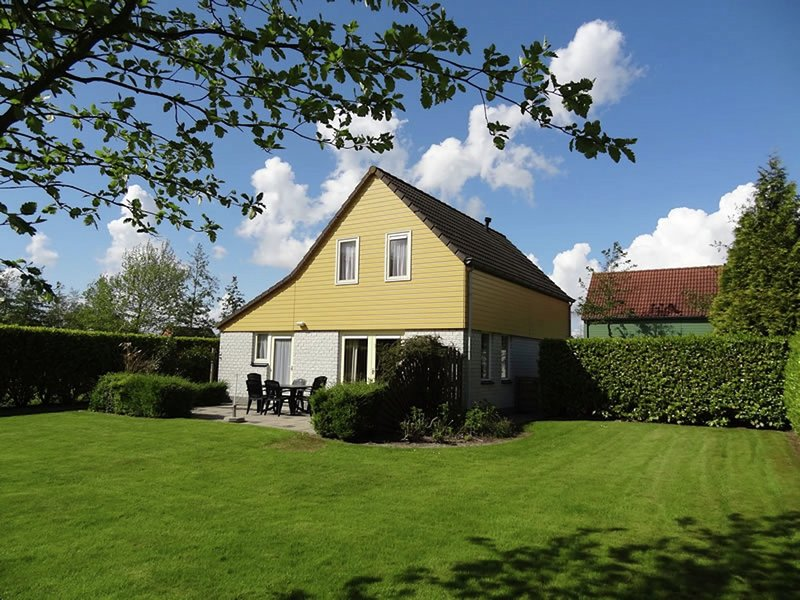 Spacious holiday home with WiFi at 200 m. from the beach, holiday rental in Wemeldinge