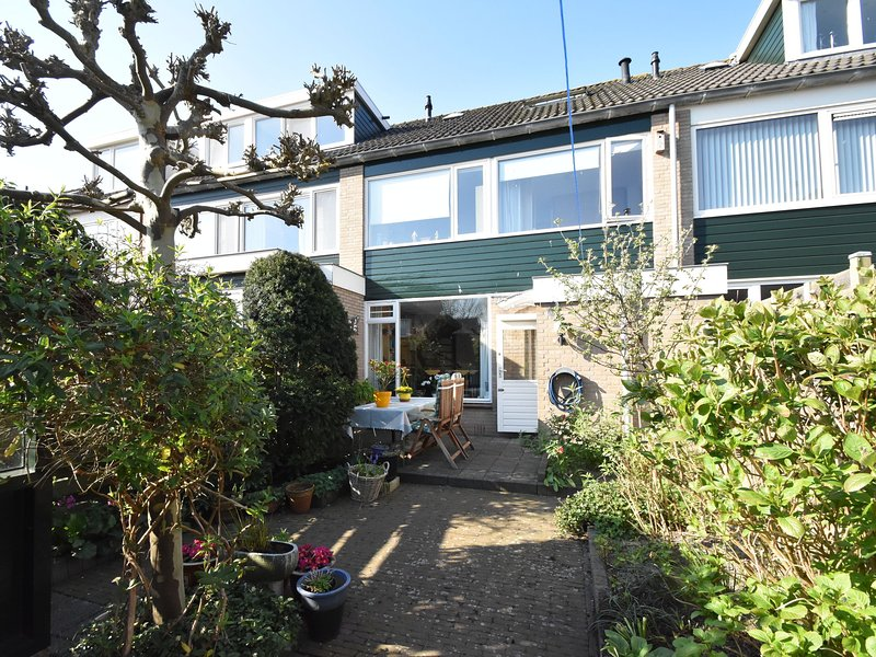 Spacious Holiday home in Schoorl North Holland with private garden, holiday rental in Schoorl