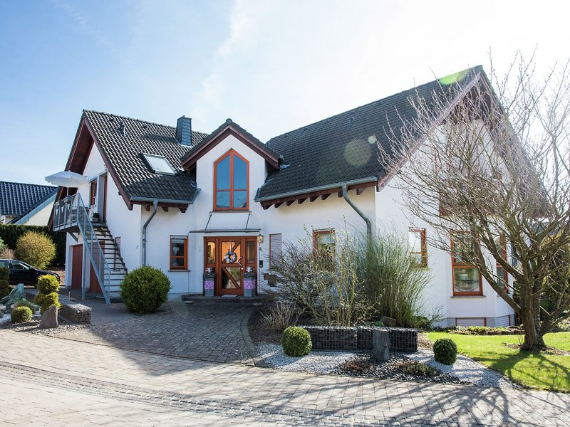 Very well cared for flat in a beautiful location in Hunsrück., location de vacances à Burgen