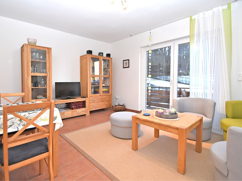Bright apartment with private balcony and use of garden in the Weser Uplands, location de vacances à Steinheim