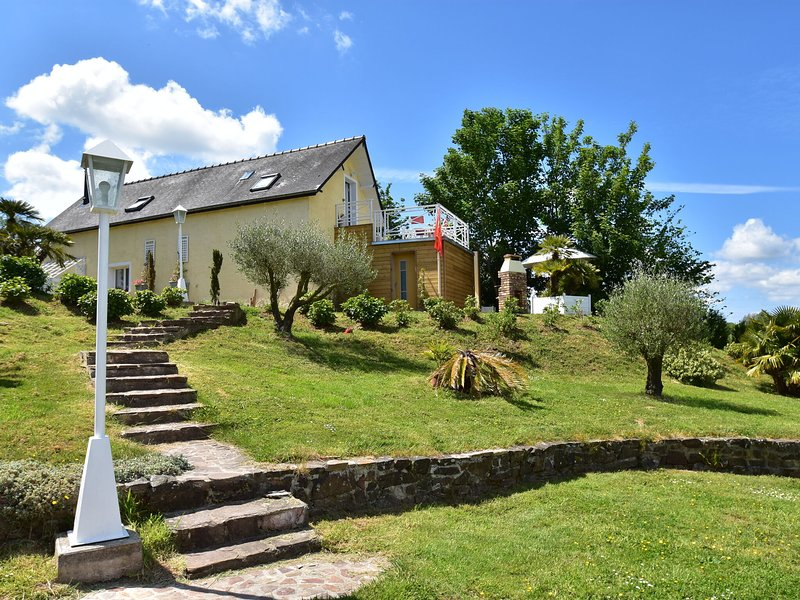 Stunning Holiday Home in Quinéville near Beach, vacation rental in Fontenay-sur-Mer