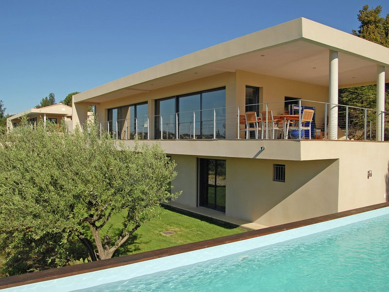 Upbeat villa in Rochefort-du-Gard with private pool, holiday rental in Tavel