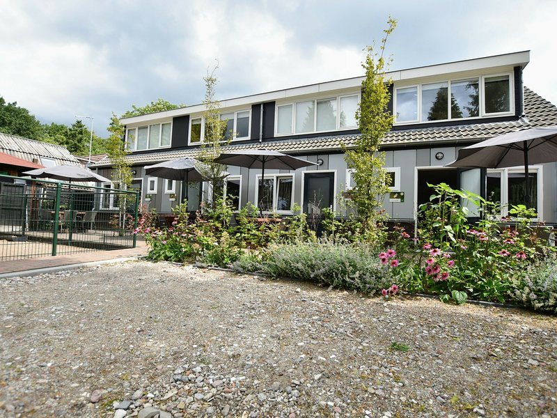 Luxury holiday home in the middle of the Veluwe nature on holiday park, holiday rental in Vierhouten
