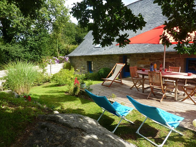 17th century Breton cottage with modern interior on the edge of a forest., casa vacanza a Berrien