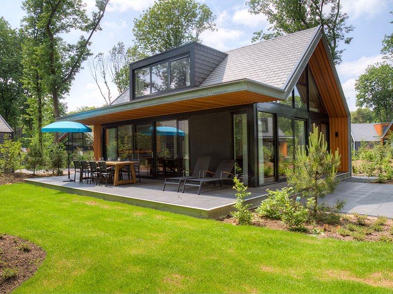 Modern, luxurious villa with 2 bathrooms, close to De Veluwe, casa vacanza a Lunteren