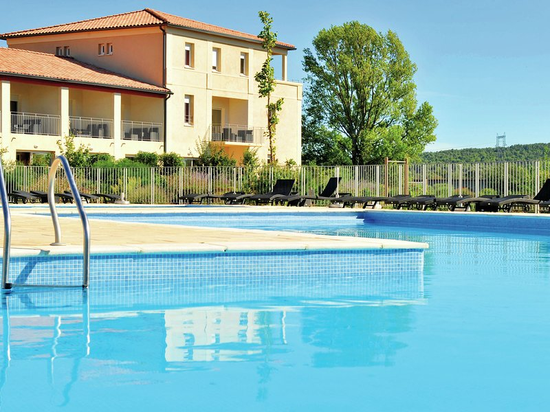 Cozy apartment with dishwasher and near Canal du Midi, holiday rental in Castelnau-d'Aude