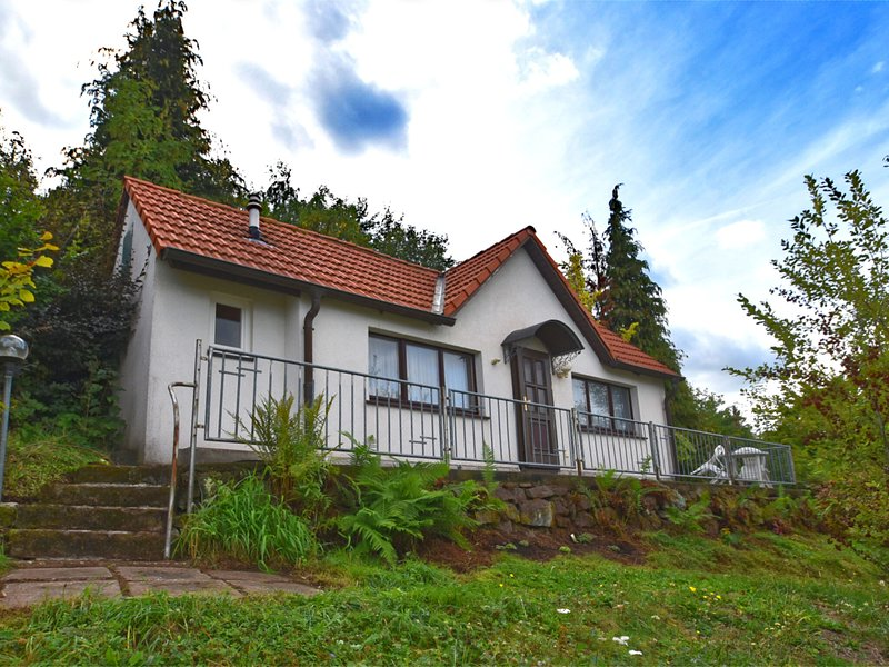Holiday home in Bad Tabarz with private terrace and garden access, casa vacanza a Hoerselberg-Hainich