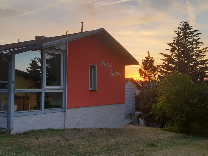 Beautiful holiday home in the Thuringian Forest with fireplace and whirlpool, location de vacances à Lauscha