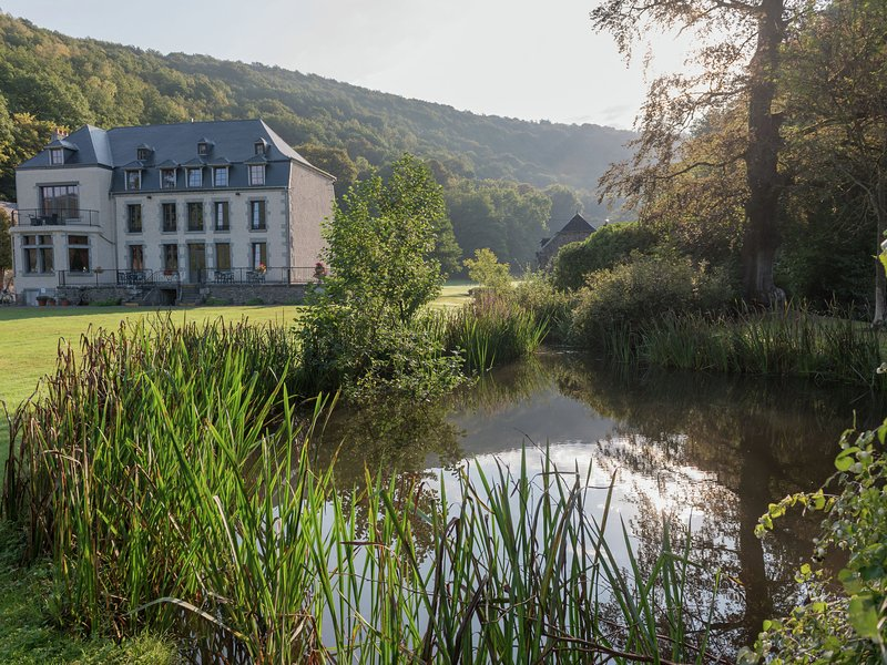 Charming Cottage in Vireux-Wallerand with Terrace, vacation rental in Bourseigne-Vieille