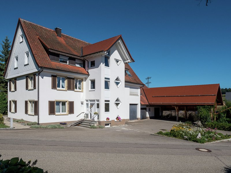 Cozy Apartment in Schwenningen with Garden – semesterbostad i Deisslingen