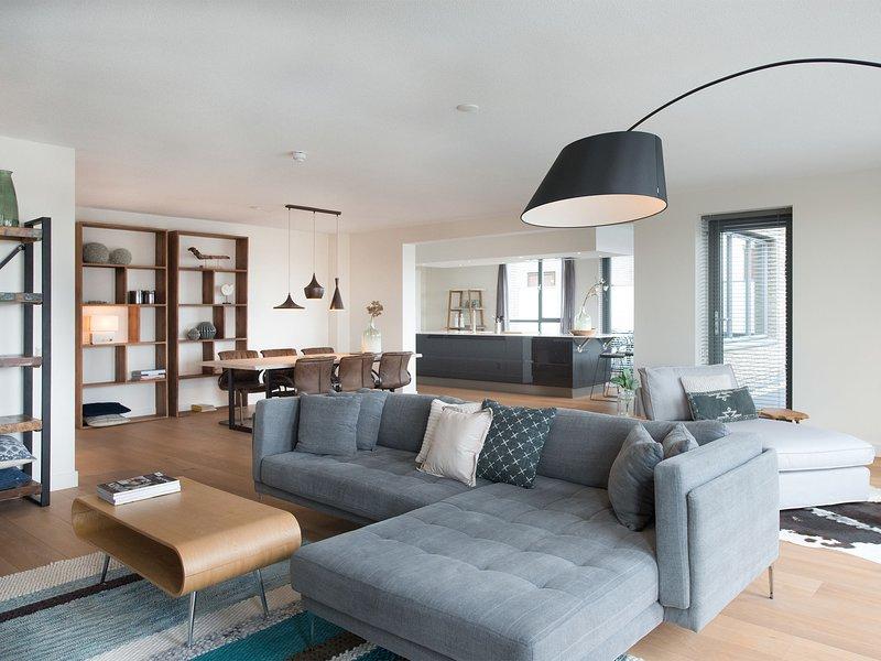 Delightful Apartment In Den Haag With Harbor View, Ferienwohnung in Den Haag