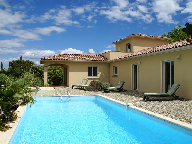 Luxurious Villa with Private Pool in Les Vans, alquiler vacacional en Aujac