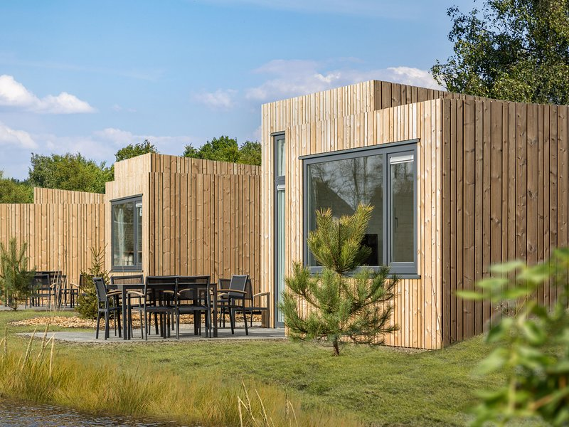 Modern waterfront lodge, located within green surroundings, holiday rental in Nijmegen