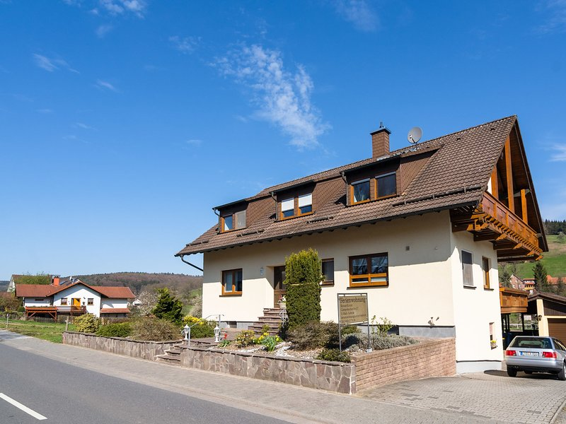 Modern Apartment in Mossautal Germany with Balcony, alquiler vacacional en Brensbach