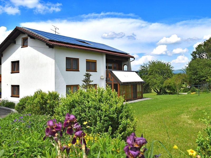 Small, cosy apartment in the Bavarian Forest in a familiar atmosphere, location de vacances à Neureichenau
