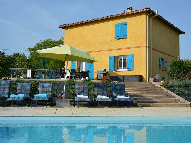 Paradise for all, with private pool, trampoline, table tennis, sports field, holiday rental in Labastide-du-Temple
