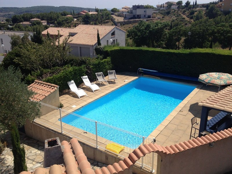 Holiday villa near Narbonne-Plage, fenced private swimming pool and view of a la, location de vacances à Peyriac-de-Mer