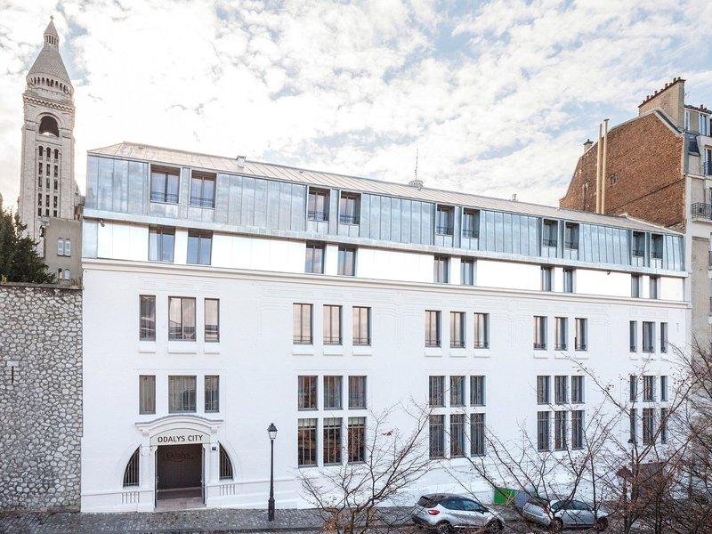 Modern apartment located in Paris in the artistic Montmartre, location de vacances à Clichy