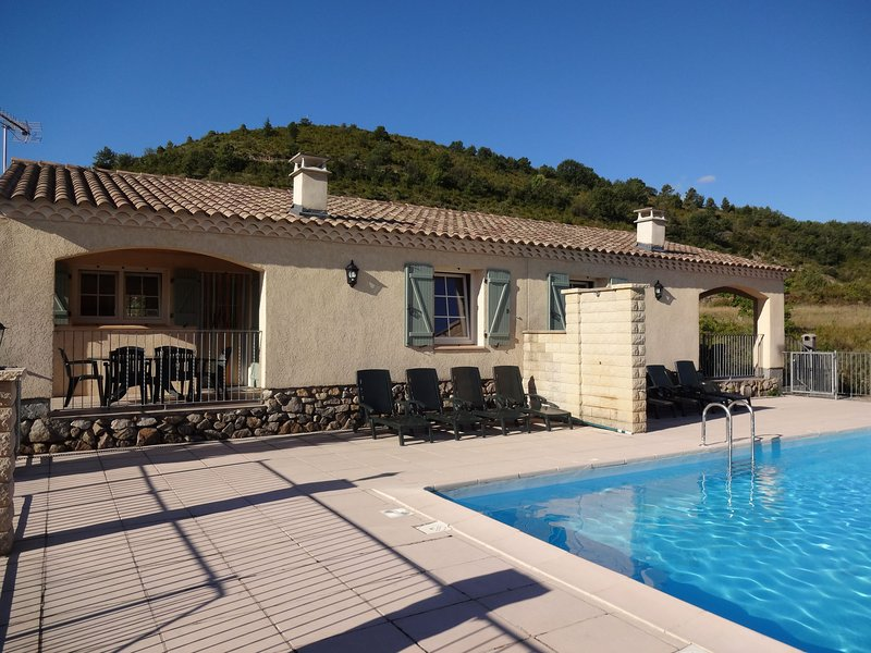 Peaceful Holiday Home in Les Vans, Ardeche with Pool, casa vacanza a Payzac